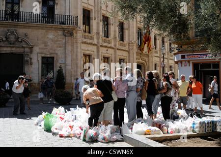 Palma Viva Club sammelt Spenden für wohltätige Zwecke. - Palma Viva Club collects donations for charitable - Stock Image