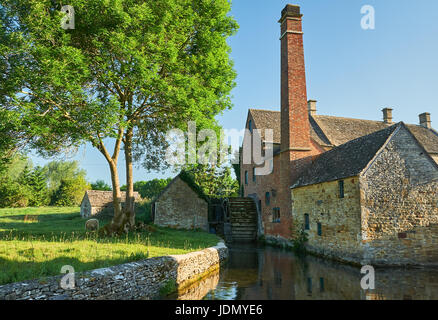 Watermill on the River Eye in the picturesque Cotswold village of Lower Slaughter, Gloucestershire. - Stock Image