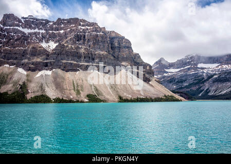 Bow Lake and Mountains of Banff National Park, Alberta, Canada - Stock Image