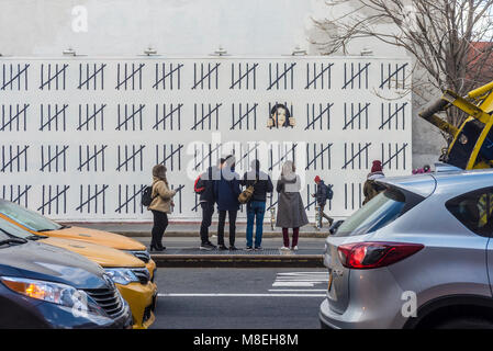 New York, NY, USA. 16th March, 2018. - Photographers and art lovers flock to Houston Street to view one of two new - Stock Image