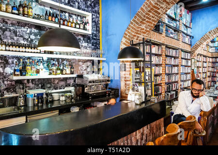 Cartagena Colombia Old Walled City Center centre Centro Abaco Libros y Cafe Abacus bookstore cafe interior bookshelf bookshelves exposed brick espress - Stock Image