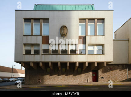 The Scottish Ambulance Service building in Glasgow of 1966 by Skinner, Bailey & Tecton (with Berthold Lubetkin). - Stock Image