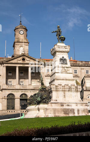 Portugal, Porto, Ribeira, Jardim do Infante Dom Henrique, statue of Infante Dom Henrique, better known as Prince Henry the Navigator - Stock Image