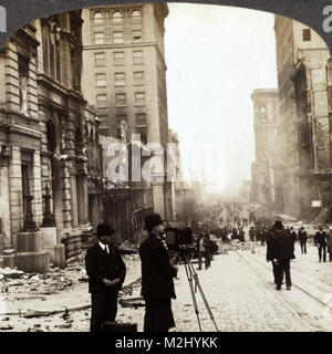 Photographing Aftermath of San Francisco Earthquake, 1906 - Stock Image