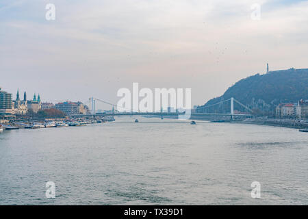 Afternoon view of the famous Elisabeth Bridge at Budapest, Hungary - Stock Image