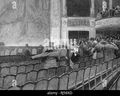 'FIN DE SPECTACLE' Gentlemen in the stalls put on their coats and hats - Stock Image