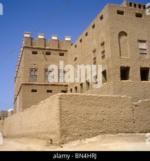 Mud brick building Terim Yemen - Stock Image