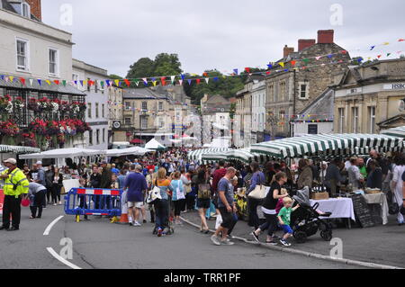 Frome Independent market,crowds enjoy the stalls at the monthly market.Frome, Somerset.England. UK. - Stock Image