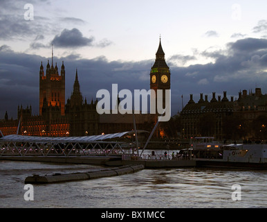 Houses of Parliament London at night - Stock Image