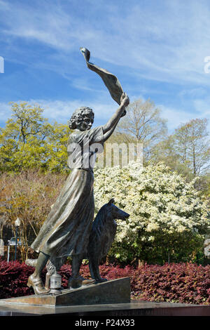 Savannah Georgia. Waving girl statue along the Savannah river front. - Stock Image