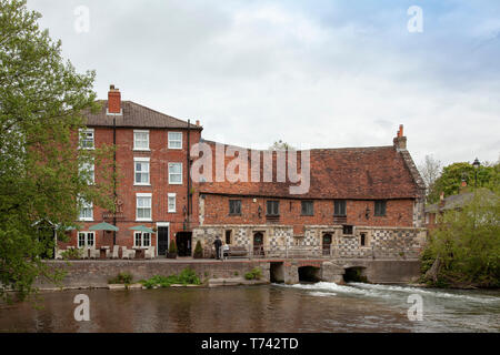 The Old Mill Hotel and restaurant,  Harnham,  Salisbury. A Grade 1 listed building from the 15th century that is popular with visitors and locals. - Stock Image