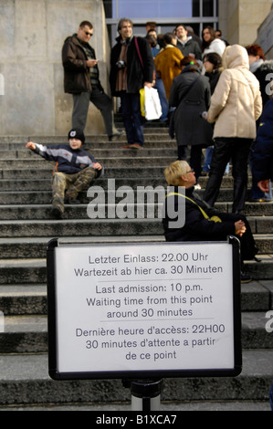 reichstag steps queue visitors berlin germany deutschland government parliament travel tourism waiting  sign last - Stock Image