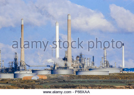 Pembroke Oil Refinery, a petrochemical refinery owned by Chevron at Rhoscrowther, Pembrokeshire, Wales, UK, seen from  Angle Bay in 2001.  The refinery is now (2018) owned by Valero. - Stock Image