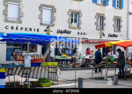 Thursday is the weekly market day for the tiny Finistere town of Carantec on the seacoast in Brittany, France. - Stock Image
