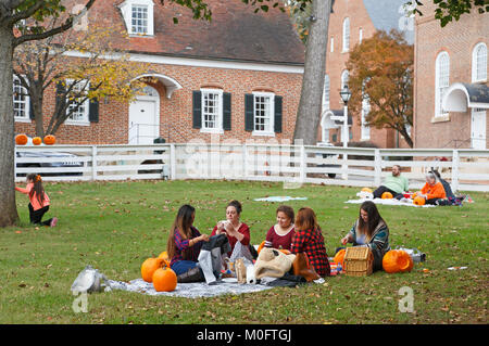 People having picnic and carving pumpkins at the yearly pumpkin carving event in Old Salem - Stock Image