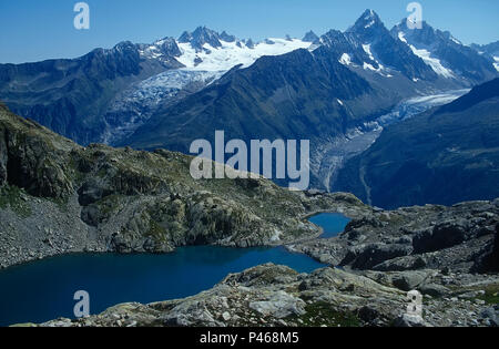 Lac Blanc in the Chamonix Alps with the Glacier du Tour and Argentiere beyond - Stock Image
