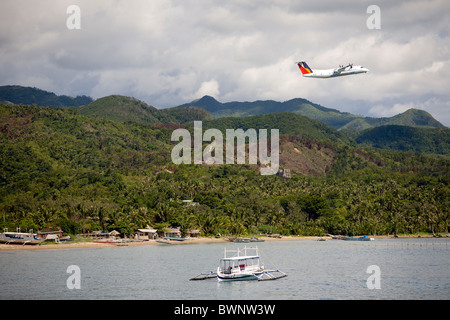 An airplane servicing Boracay Island departs from Caticlan airport in Aklan Province, Philippines. - Stock Image