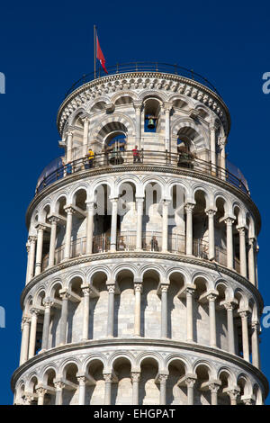 Visitors on upper levels of Tower of Pisa, Piazza dei Miracoli, Pisa,Tuscany, Italy - Stock Image