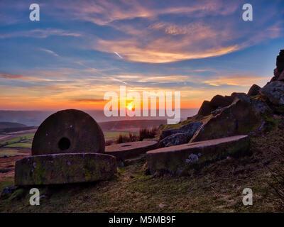 Peak District National Park, Derbyshire, UK. 24th February, 2018. UK Weather: spectacular sunset over the millsones - Stock Image