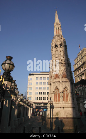 Eleanor Cross by Charing Cross Hotel and railway station London - Stock Image