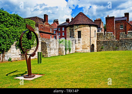 Marygate Tower and sculpture, Marygate, York, England - Stock Image
