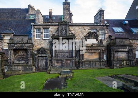 Edimburgh (Scotland) - Greyfriars Kirkyard, the graveyard surrounding Greyfriars Kirk - Stock Image