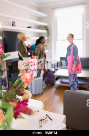 Young women friends arriving at house rental - Stock Image