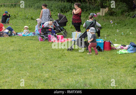Women and children picnicking at a mud run - Stock Image