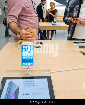 The Apple iPhone 6 on display in the Apple store - Stock Image