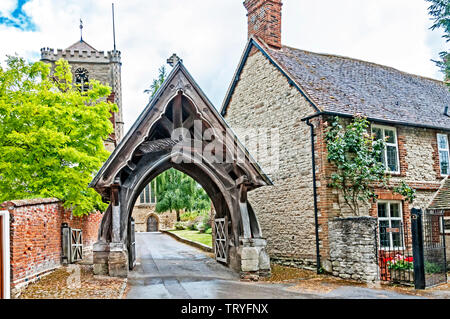 Dorchester on Thames (Oxfordshire, England): Church and churchyard - Stock Image