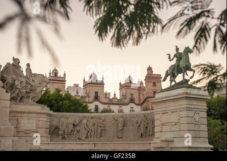 Partial view of the Plaza de España in the historic quarter of Cádiz, at sunset.   In the middle part - Stock Image