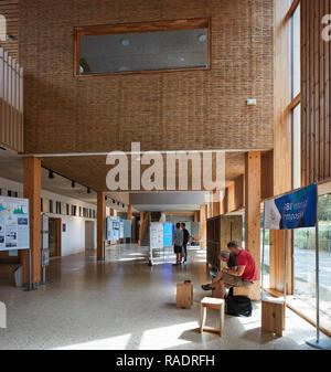 Entrance foyer - ground floor. The Enterprise Centre UEA, Norwich, United Kingdom. Architect: Architype Limited, 2015. - Stock Image