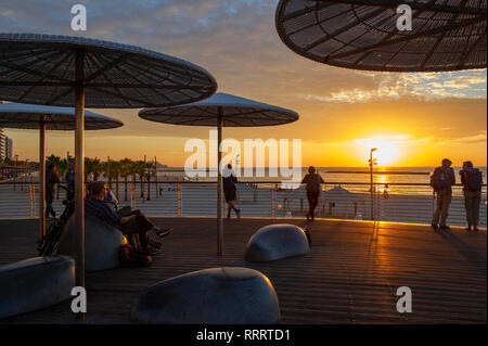 Sunset along the Tayelet, Tel Aviv's urban beach - Stock Image
