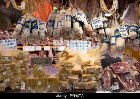 Display of Salame (Salami) cured sausages and Parmigiano reggio classico on a market stall in Florence, Italy. - Stock Image