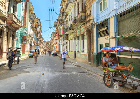 Typical street scene and local people in the Centro district of Havana, Cuba - Stock Image