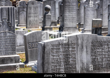 Headstones in the Jewish Section of Historic Oakland Cemetery in Atlanta, Georgia. (USA) - Stock Image