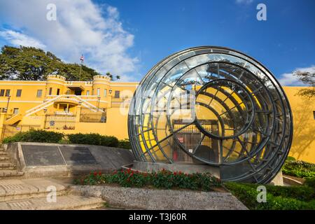 Modern Architectural Sculpture in front of National Museum of Costa Rica on Democracy Square near San Jose City Center - Stock Image