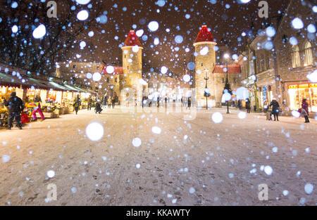 Tallinn medieval old town, Christmas, Viru street , snowing, winter, night, dark,  Viru värav (Viru gate) - Stock Image