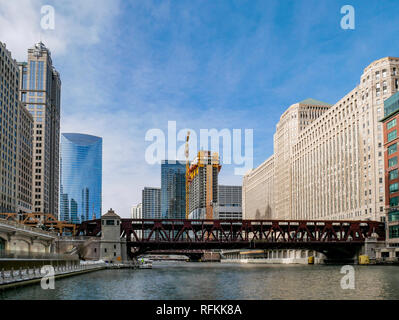 Skyscrapers, Chicago River & Merchandise Mart, Chicago, Illinois. - Stock Image