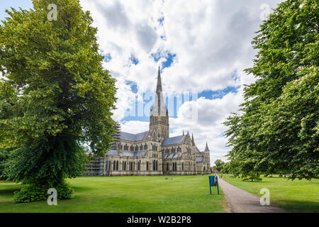 Classic view of Salisbury Cathedral, an iconic monument, a Gothic masterpiece with the tallest spire, Salisbury, a city in Wiltshire, SW England, UK - Stock Image