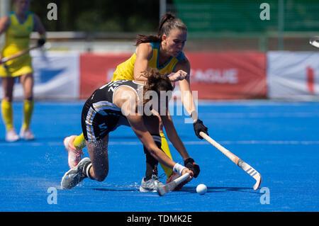 Krefeld, Germany, June 16 2019, hockey, women, FIH Pro League, Germany vs. Australia:  Savannah Fitzpatrick (Australia, R) and Selin Oruz (Germany) co - Stock Image