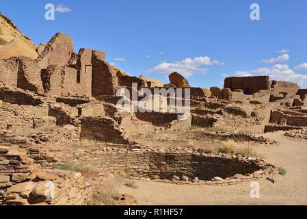 Kiva and house blocks, Pueblo Bonito, Chaco Canyon, Chaco Culture National Historical Park, New Mexico, USA 180926_69520 - Stock Image