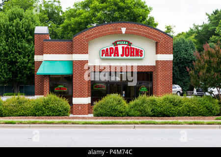 HICKORY, NC, USA-21 JUNE 18:  Papa John's Pizza is an American restaurant franchise company, being the 3rd largest take-out and pizza delivery restaur - Stock Image
