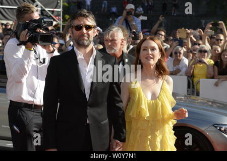 US actress Julianne Moore and her husband, scriptwriter and director Bart Freundlich arrive to the opening ceremony of the 54th Karlovy Vary International Film Festival begins on June 28, 2019, in Karlovy Vary, Czech Republic.  (CTK Photo/Katerina Sulova) - Stock Image