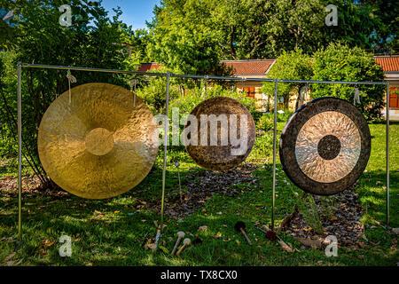 Italy Piedmont Turin Valentino Botanical garden - Wellness activity at the botanical garden - Gong Bath - Stock Image