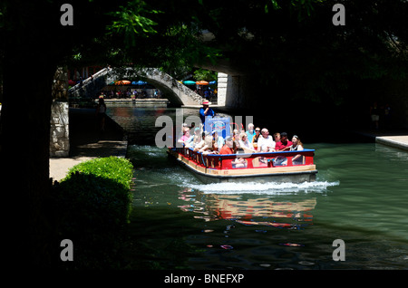 Tourist IN boat cruise sightseeing tour the River walk, San Antonio Texas - Stock Image