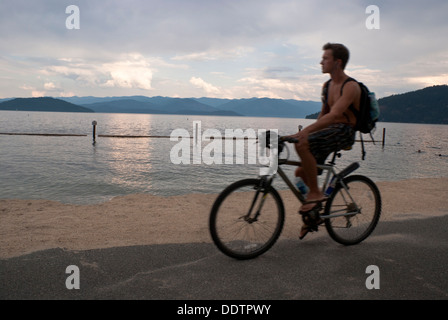 Late afternoon bicycle ride on the shores of Lake Pend Oreille, Sandpoint, Idaho, USA. - Stock Image