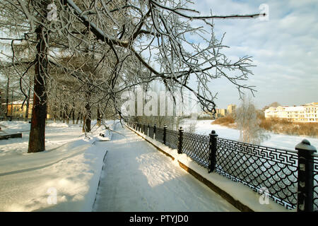 fence covered snow winter park - Stock Image