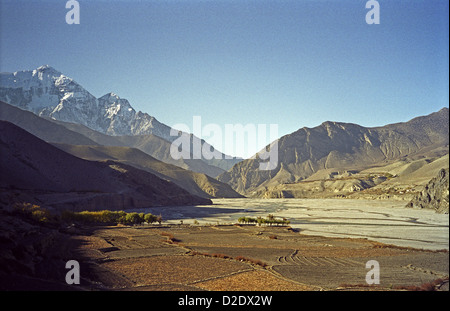 Looking south down the Kali Gandaki valley from Kagbeni on Annapurna circuit Himalayas Nepal This is deepest valley - Stock Image