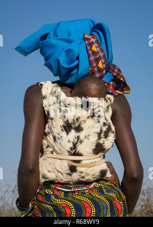 Mucubal tribe woman and her baby, Namibe Province, Virei, Angola - Stock Image